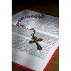 묵주와 성경책 96