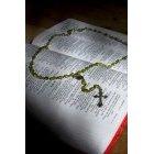 묵주와 성경책 93