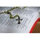 묵주와 성경책 92
